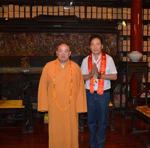 邱天道董事长开幕式前在方丈室拜见了少林寺方丈永信大和尚